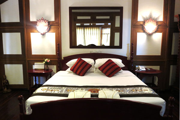 1126f-Bagan-River-View-Suite-2.jpg