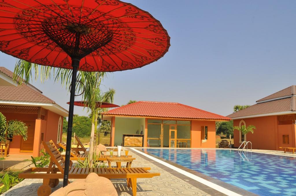 18ce4-bagan-emerald-hotel-swimming-pool-1.JPG